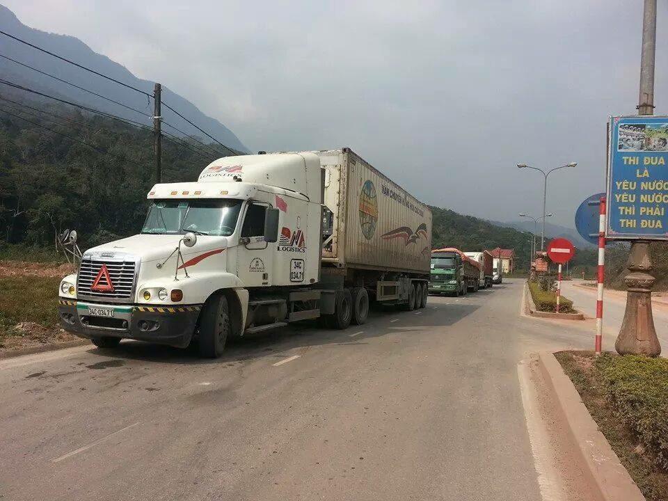 Xe lien van di Lao cua best cargo