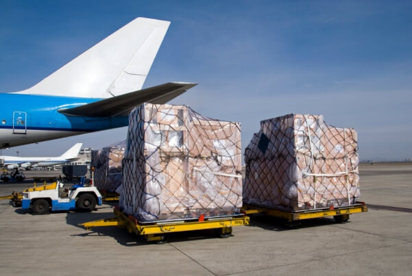 Chuẩn bị hàng hóa vận chuyển đi Indonesia