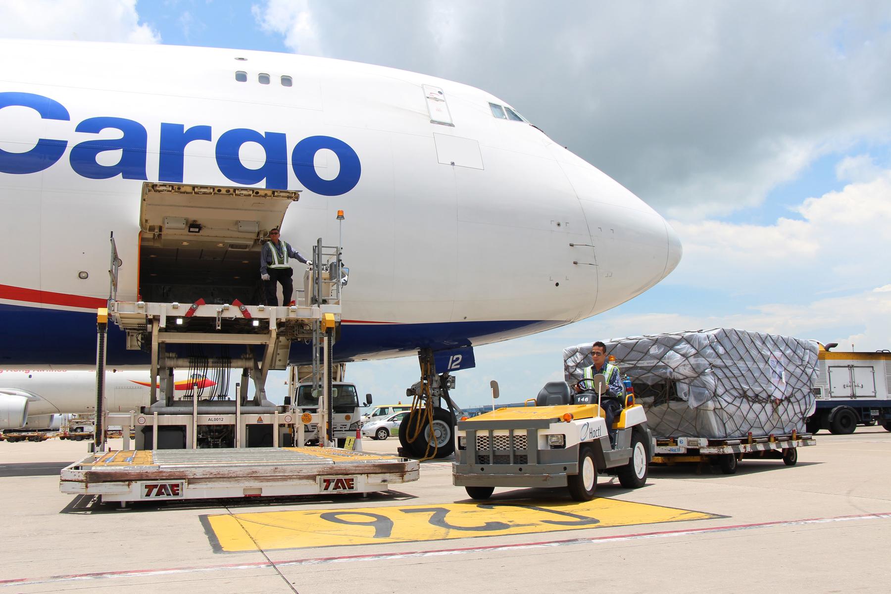 Xếp hàng vận chuyển hàng không đi Pháp
