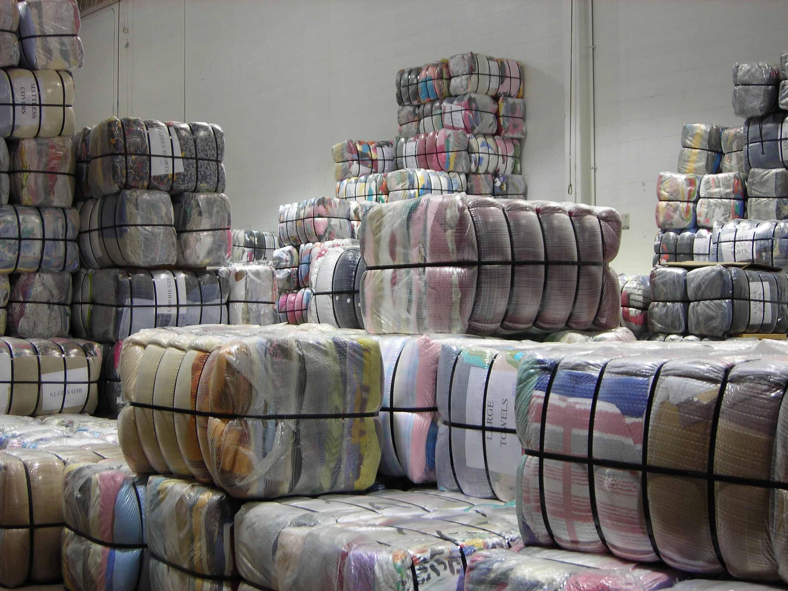 Tập kết hàng dệt may xuất khẩu đi Pháp