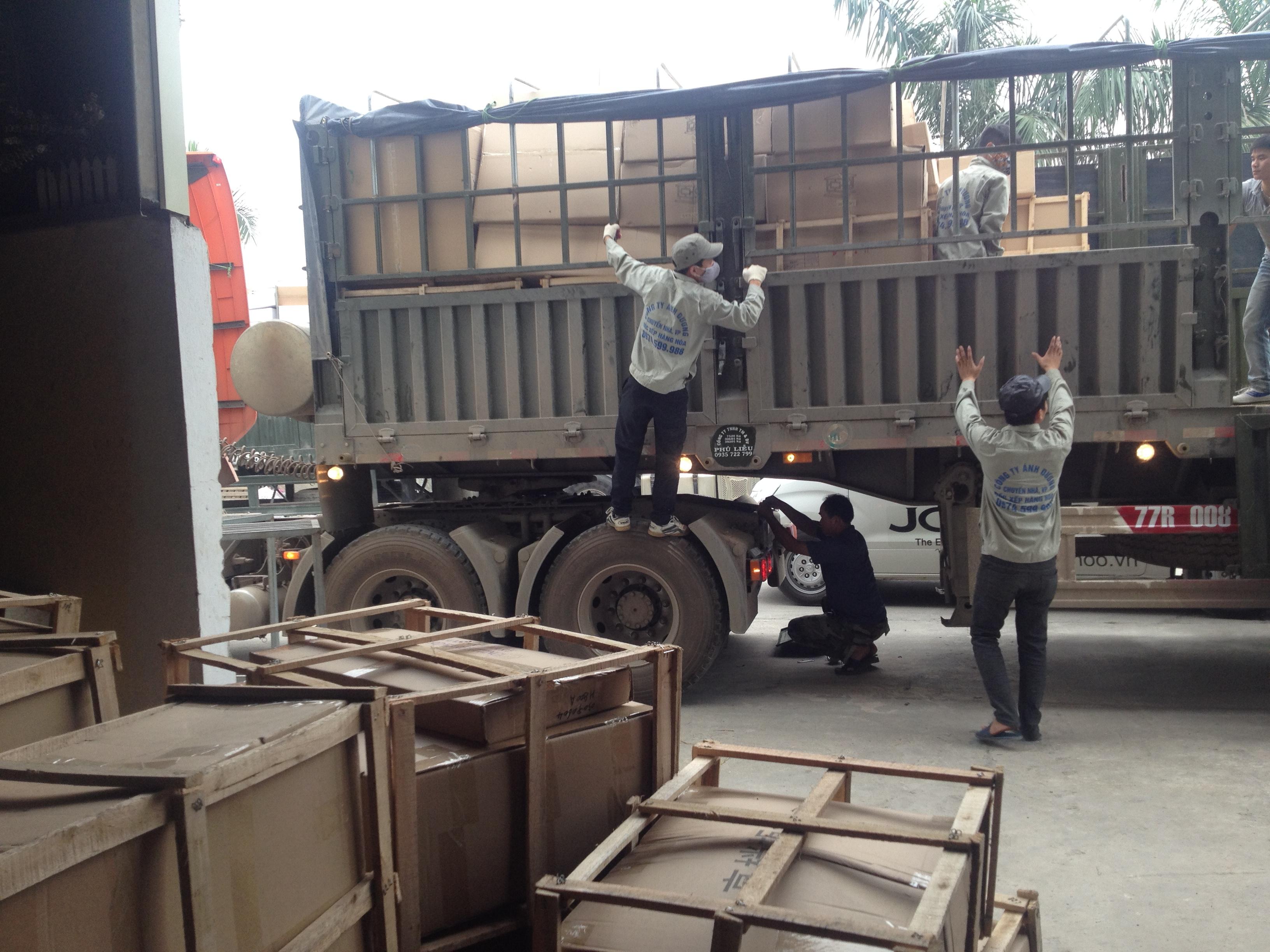 Dịch vụ xếp dỡ nâng hạ hàng hóa của ViettelCargo