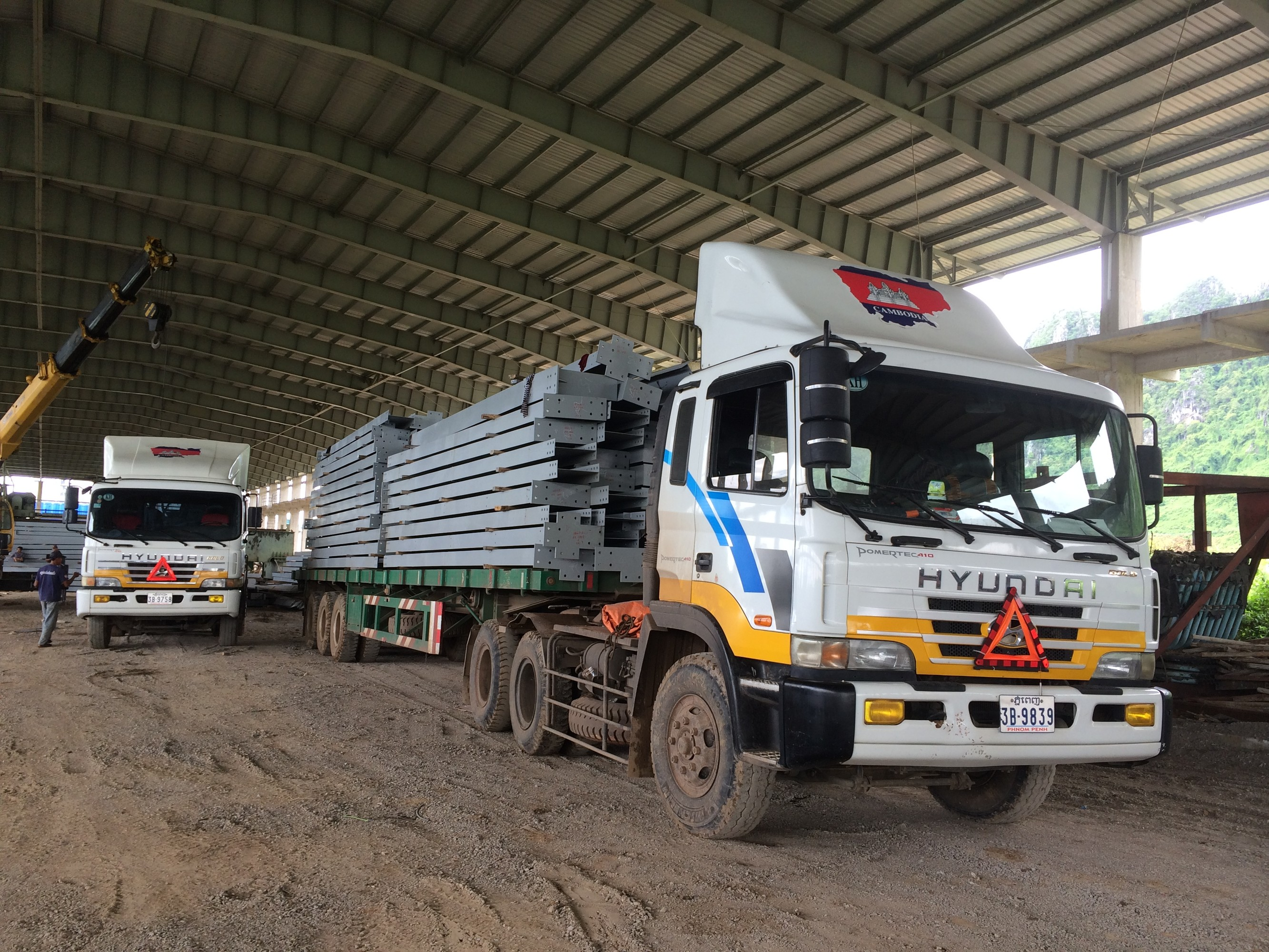 ViettelCargo cung cấp dịch vụ vận chuyển đường bộ sang Lào