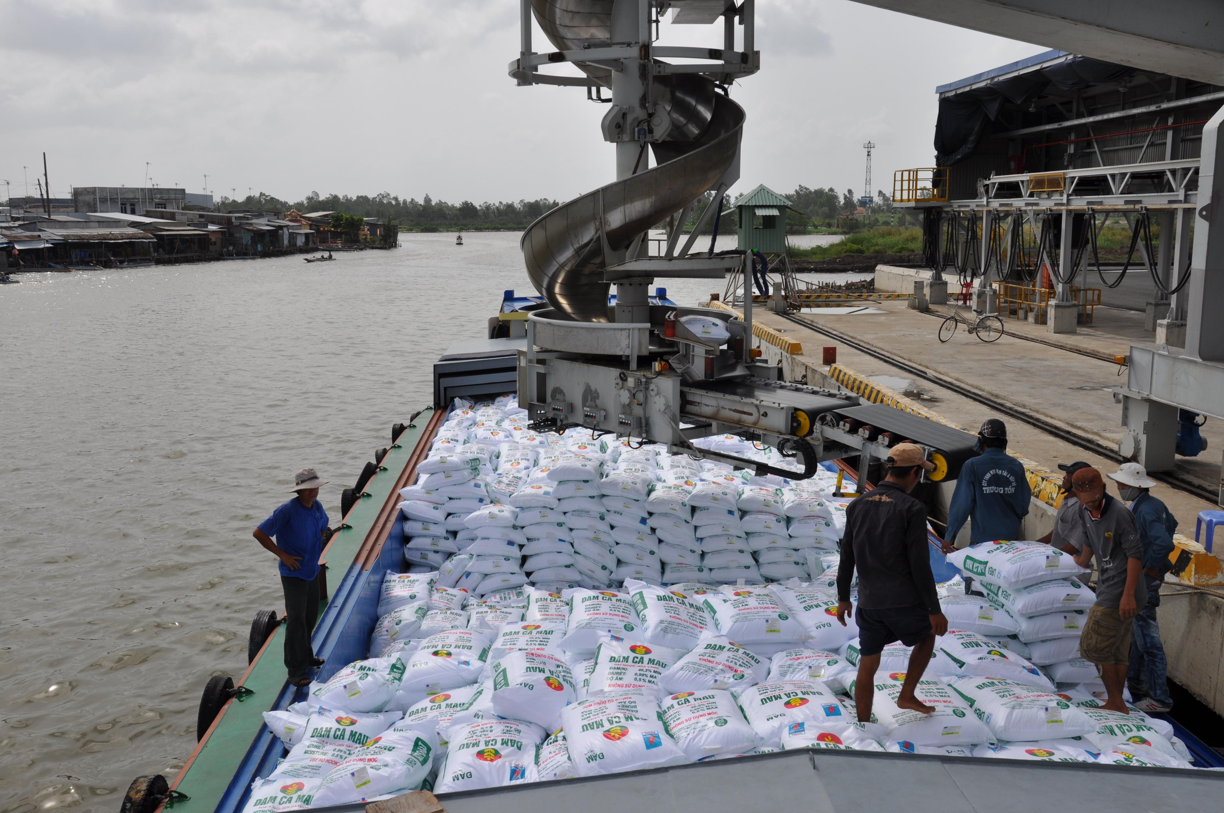 Bốc xếp hàng hóa vận chuyển đường biển đi Philippines