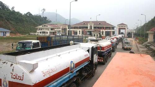 Vận chuyển hàng hóa sang Lào qua cửa khẩu Nạm Phao
