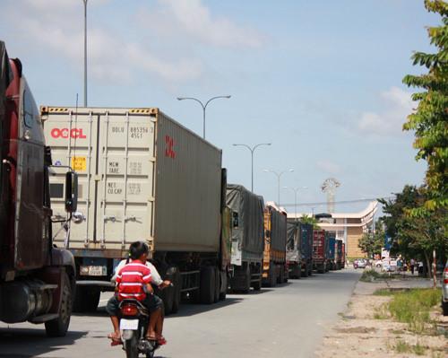 Xe chuyên chở đường bộ của ViettelCargo tại cửa khẩu Mộc Bài