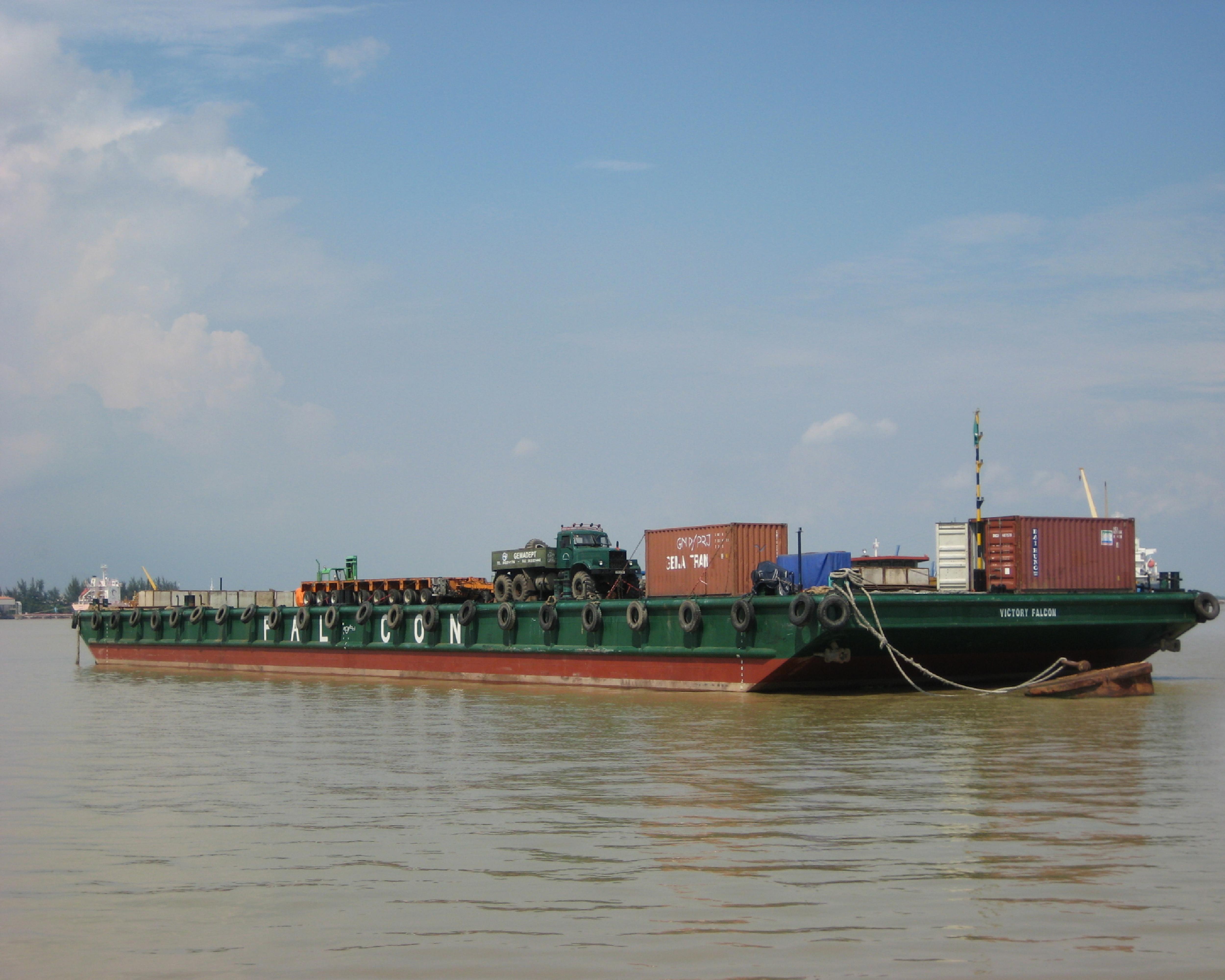 ViettelCargo tổ chức vận chuyển sà lan từ Cái Mép đi Sihanoukville