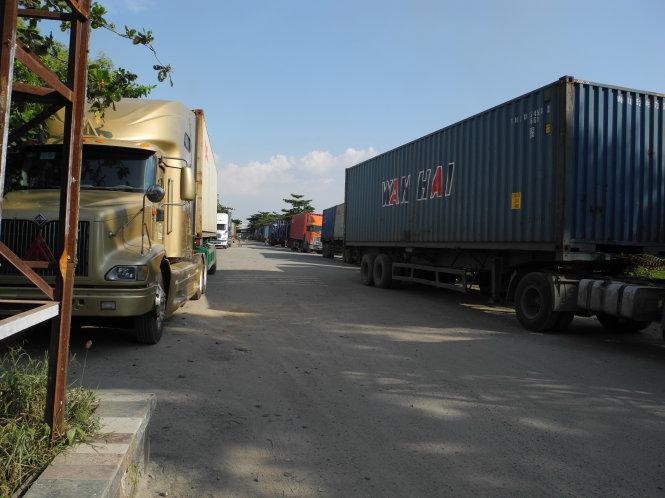 Xe chuyên chở hàng hóa đi Campuchia qua cửa khẩu Mộc Bài của ViettelCargo