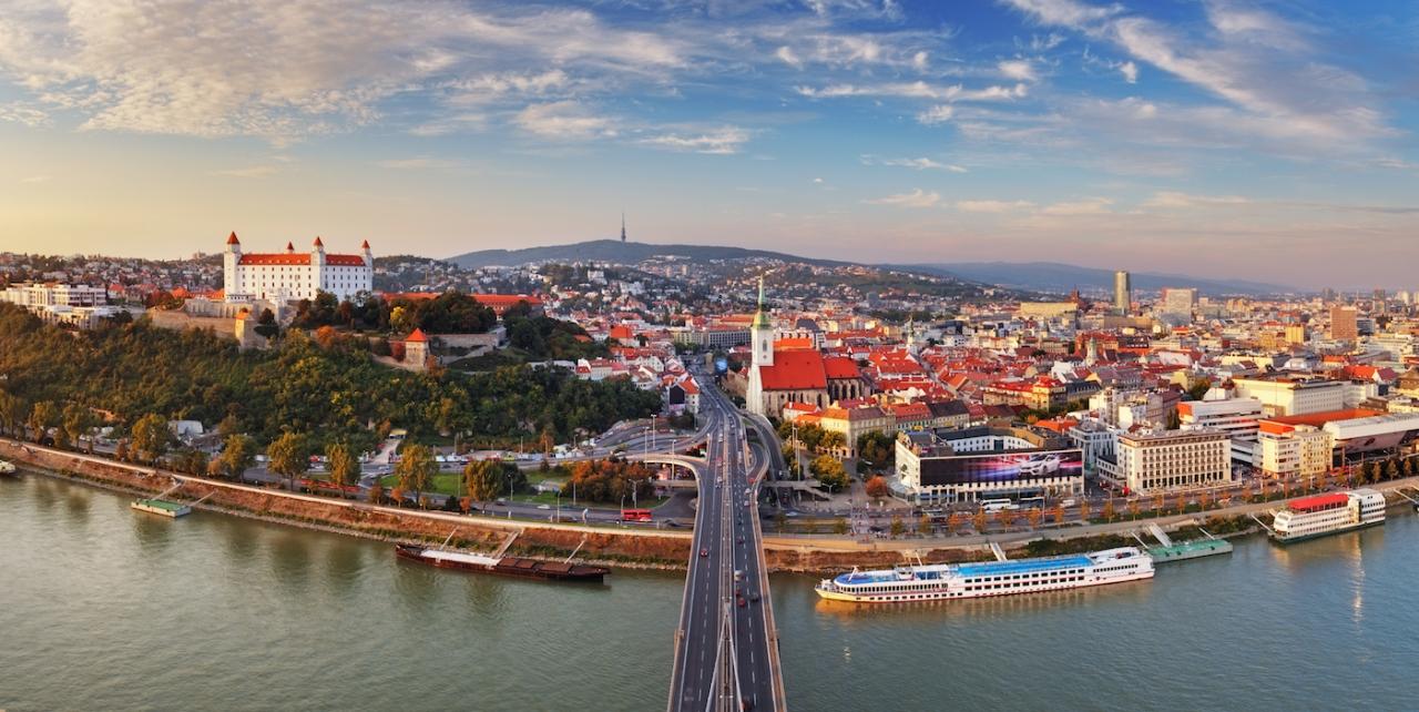 dịch vụ chuyển phát hàng hóa và thư tín đi Séc và Slovakia