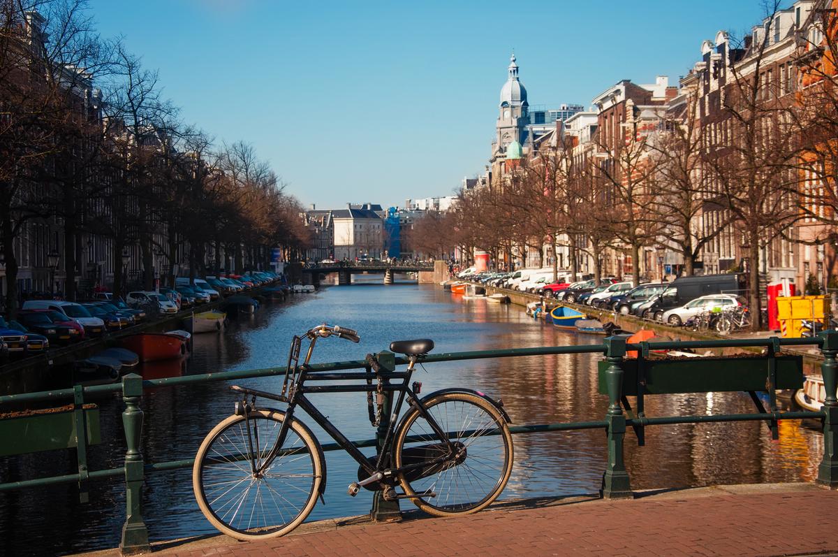 Chuyên phát nhanh đi Hà Lan giá rẻ
