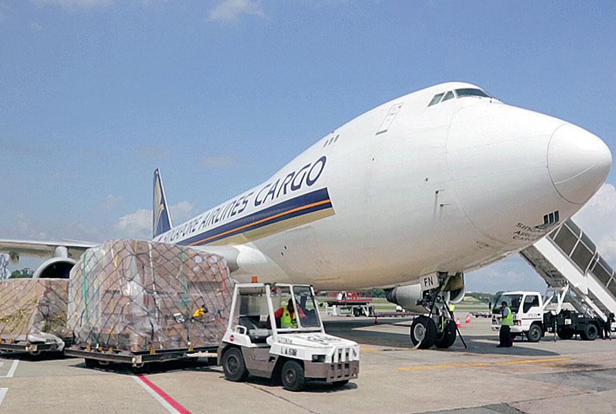 Vận chuyển bằng đường hàng không hay đường biển. Làm sao để chọn phương thức thích hợp mà vẫn tối ưu hóa chi phí