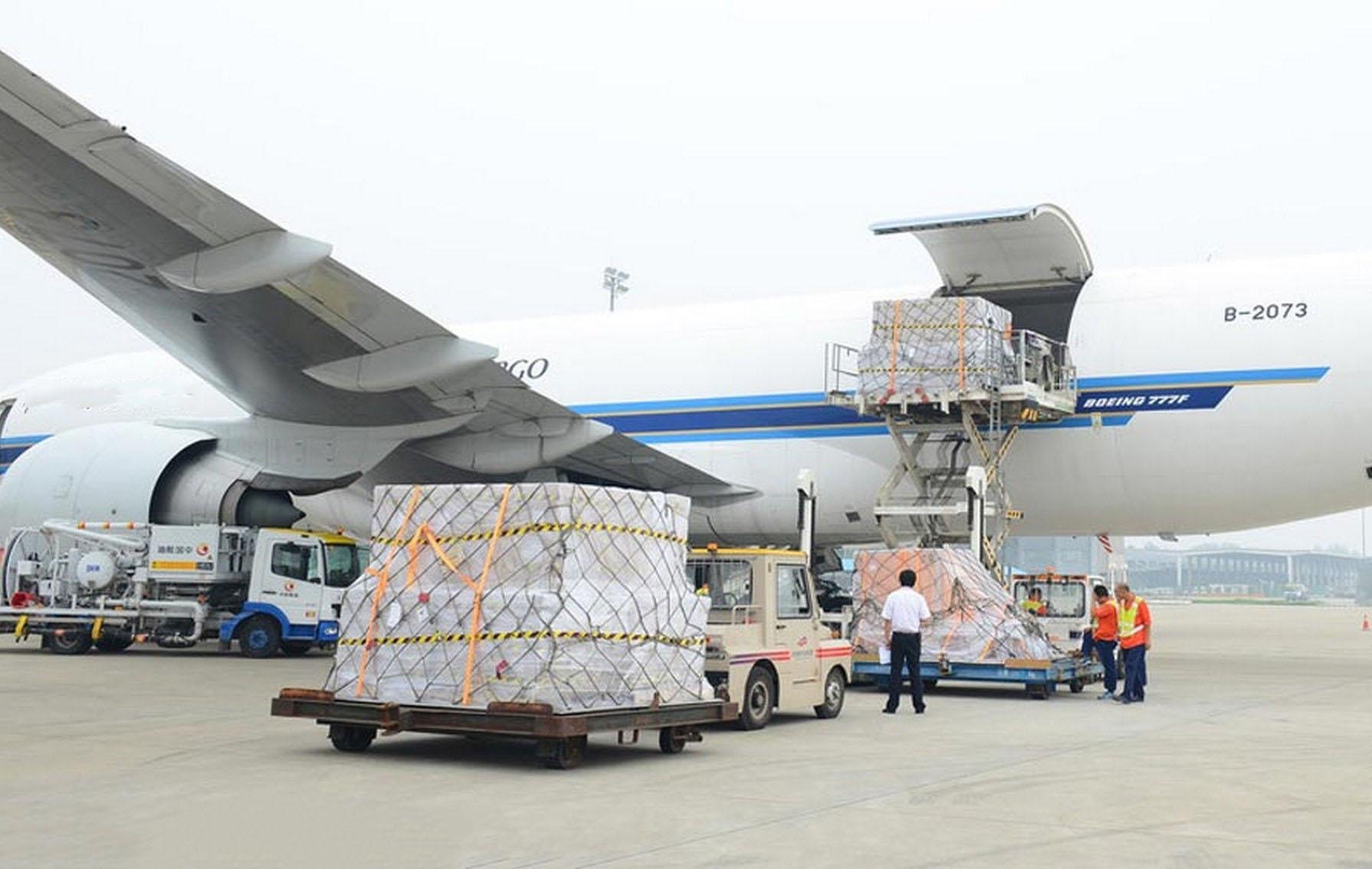 Gửi tôm khô đi nước ngoài bằng an toàn nhanh chóng bằng máy bay