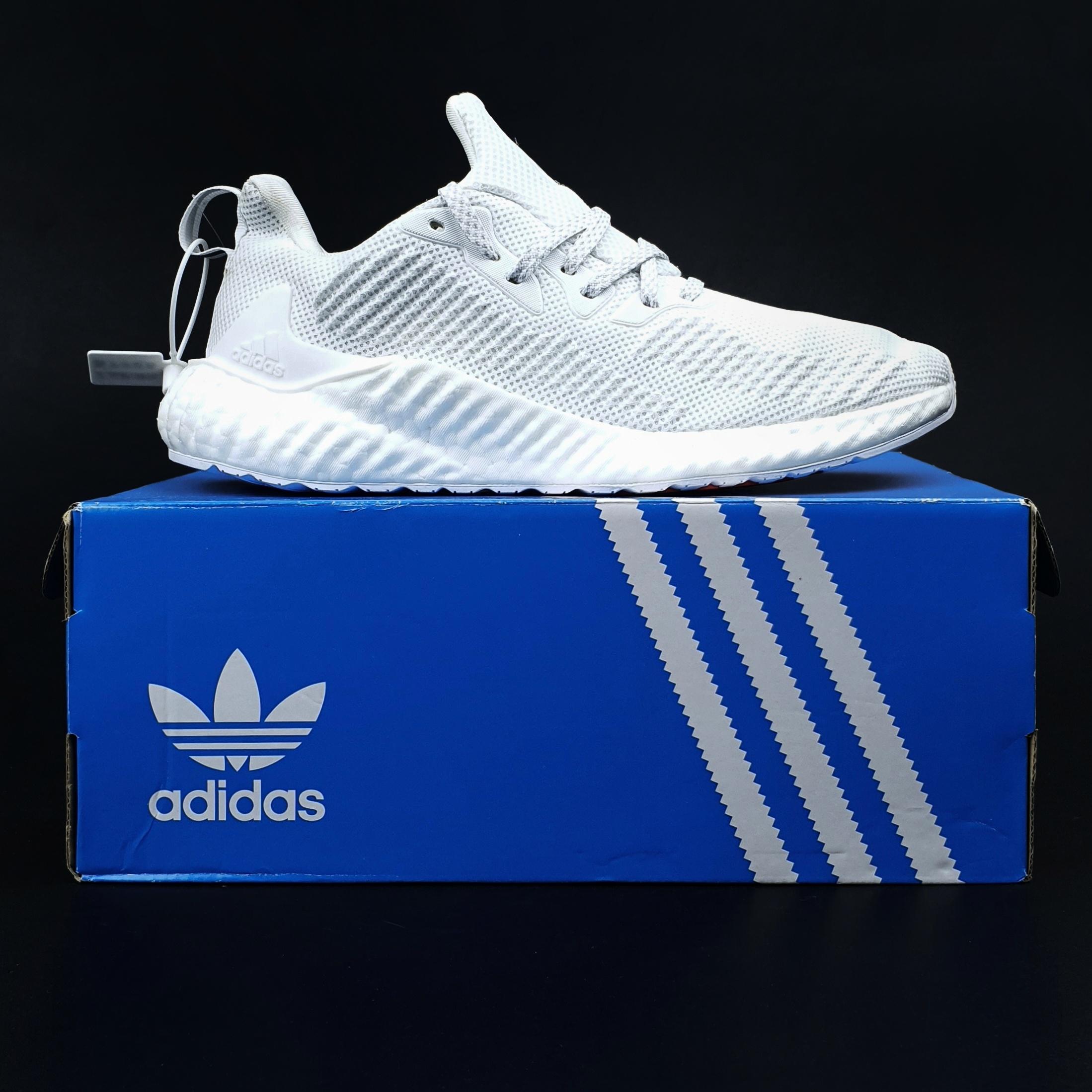 Chuyển phát nhanh những đôi giày chính hãng sang Trung Quốc an toàn, chuyên nghiệp nhất