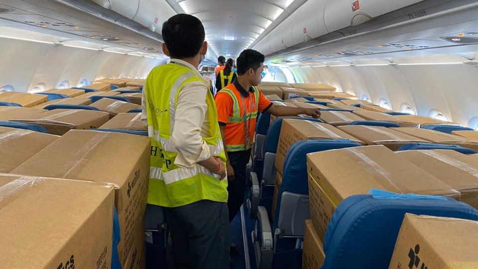 Gửi hàng sách báo, tạp chí đi nước ngoài bằng máy bay giá rẻ